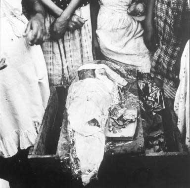 Totes Kind in Managua 1959    - copyright Lisl Steiner